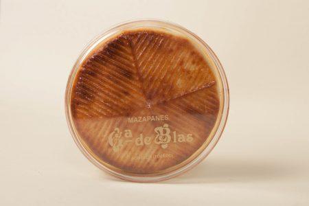 Queso de Mazapán Relleno de Yema Confitada en su estuche 200g